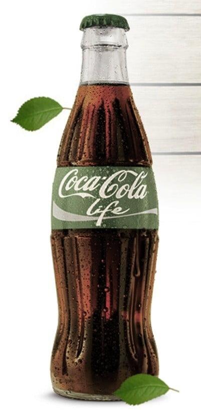 La bouteille ornée du logo vert de Coca-Cola Life
