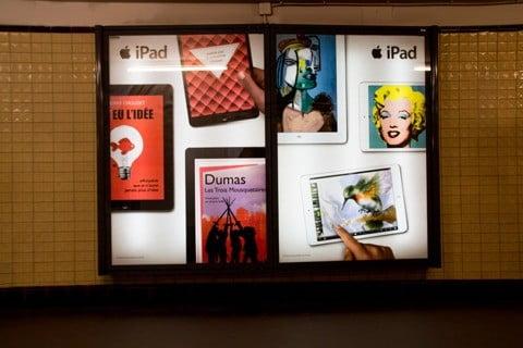 Publicité de l'iPad d'Apple dans le métro parisien